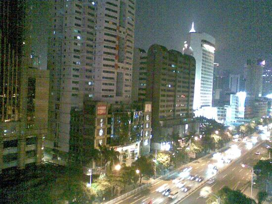 Jing Peng Hotel: 晚上窗外的景色