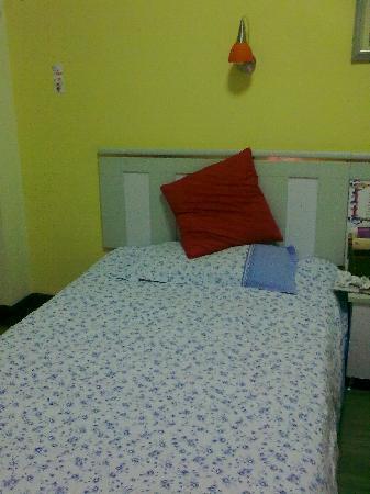 Izunco Green Hotel : 很温馨的床铺,有靠背很舒服!