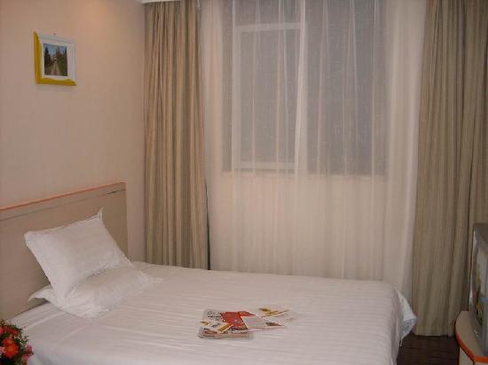 Home Inn (Jinan Bayi Lijiaoqiao)
