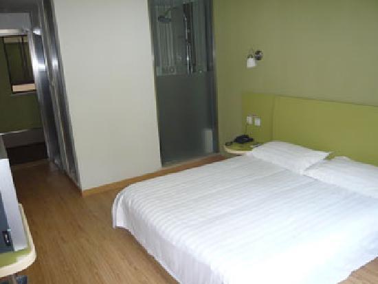 Motel 168 (Shanghai Ningxia Road): 个人觉得浴室玻璃很尴尬