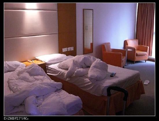 Jiun Long Hotel: 走时拍的,有些凌乱