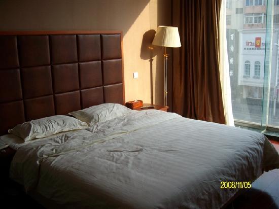 Leige Hotel: 酒店的大床