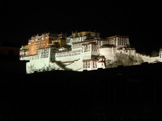 Tibet Post Hotel: 窗外的布达拉宫