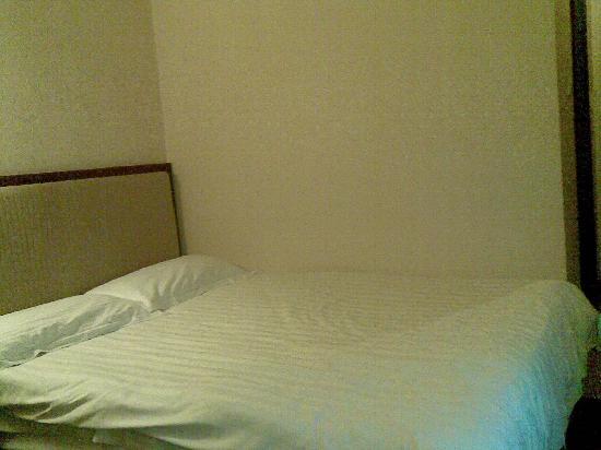 Jiu Gong Hotel: 看起来不错的床