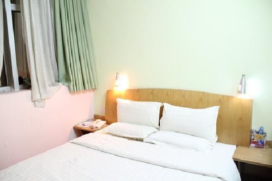 Home Club Hotel Guangzhou Yuexiu: 床