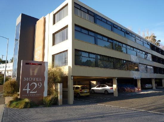 Motel 429: 酒店的楼三层