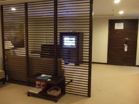 Jing Di Hotel: 电视与沙发