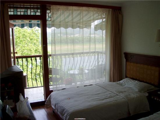 Huaqiao Hotel: 我们住的2楼双人间