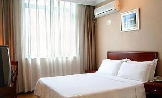 โรงแรมโกลด์สตาร์: 大床房比较干净整洁