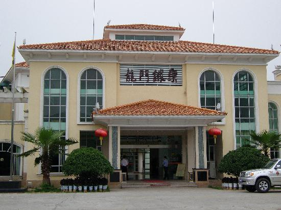 Tiequan Huangjin Hotspring Original Ecological Resort