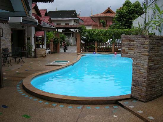 M.D. House: 游泳池
