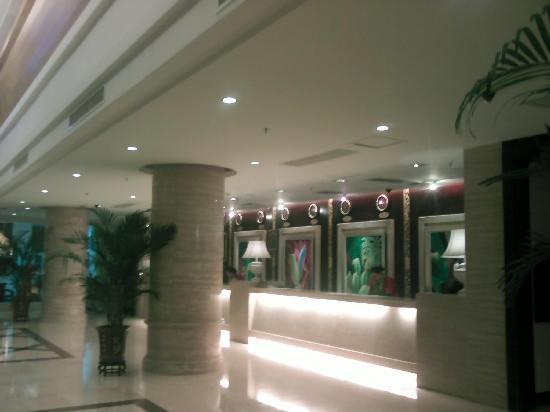 Internationa Gardens Hotel: 酒店大堂