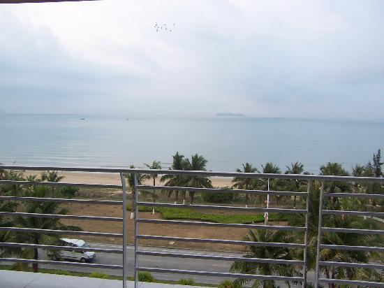 Yelan Bay Resort: 从阳台看三亚湾海景