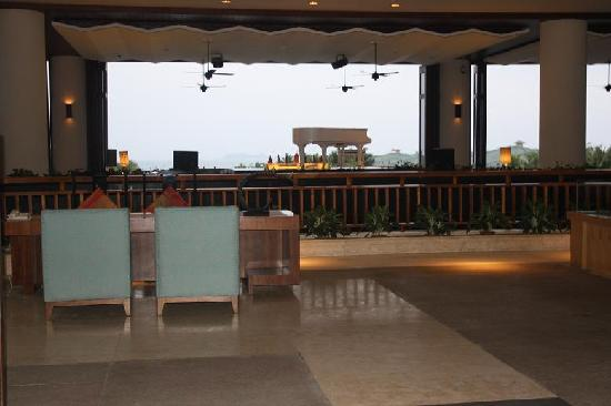 Howard Johnson Resort Sanya Bay: 大堂的咖啡吧