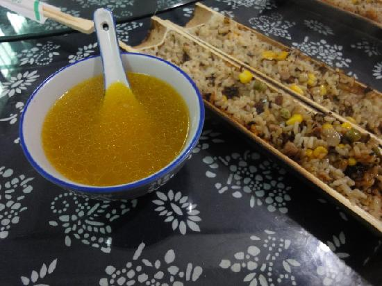 Hongma Times Plaza Hotel: 这是武义的农家菜,你看那鸡汤多黄~