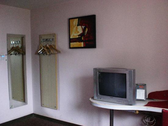 Motel 168 (Changsha Railway Station): 房间布置很紧凑,没有太多多余的地方,很会利用空间,墙上的立镜让房间空间感加强