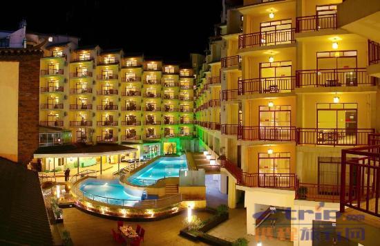 Tangrenjie Hotel: 窗外的游泳池