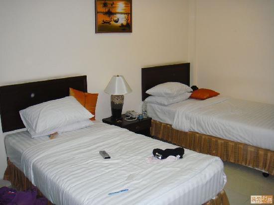 Queen's Garden Resort at River View: 标准双床房,还算干净
