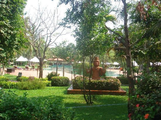Sofitel Angkor Phokeethra Golf and Spa Resort: 酒店的泳池