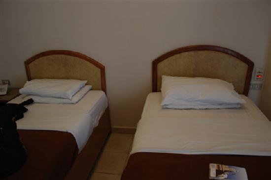 Royal House Hotel: 床铺干净、看了较舒服