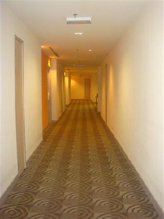 Cititel Express: 不算很大。但是给我很温馨感的小走廊