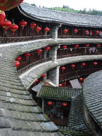 Zhenchenglou Earth Building Hostel: 土楼本身还是很漂亮的,不过到此一游就可以了
