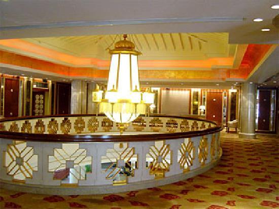 Sheraton Jiuzhaigou Resort: 很有特色的藏八宝大堂灯
