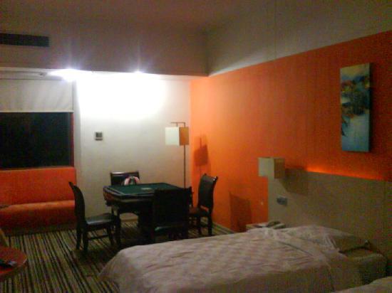 U Pin 100 Hotel