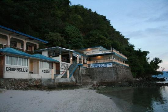 Campbell's Beach Resort: 旅店的全景