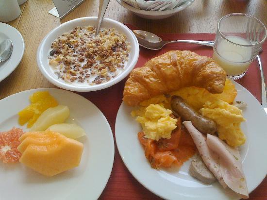 Ramada Solothurn: 早餐