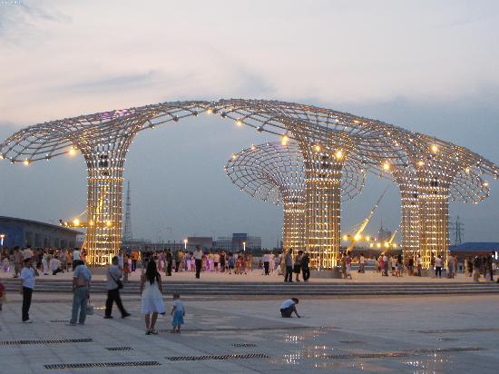 Daqing China  city pictures gallery : Daqing, China: 干净整洁的广场