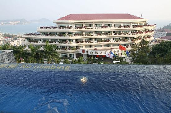 Royal Garden Resort: 新楼泳池,下面的就是老楼