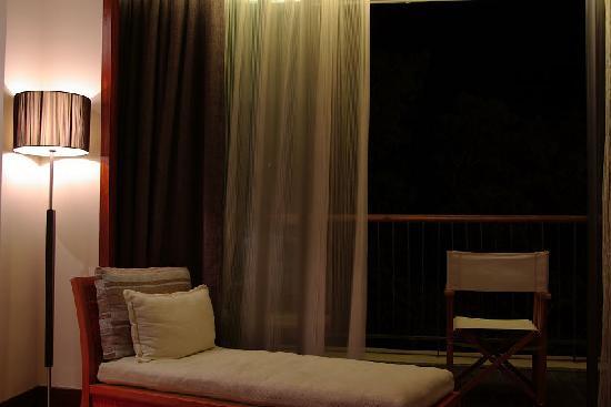 Landscape Beach Hotel Sanya: 房间内有躺椅