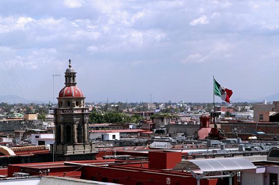 Hotel Catedral: 这是从酒店的一个公共阳台里看出去的景色,嘿嘿