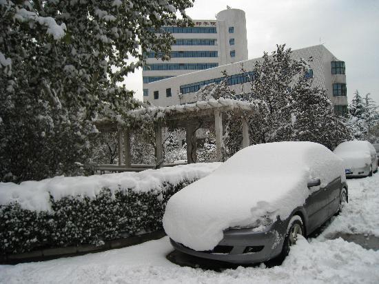 Zi Ying Ge Hotel Beijing: 后为普通双人间楼