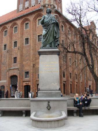Torun, Poland: 哥白尼雕像,不要告诉我你不知道哥白尼是波兰人!还是托伦的!