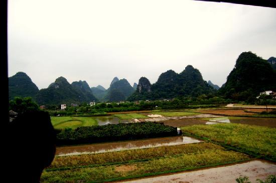 Yangshuo Dongling Resort: 陶渊明窗外的景色