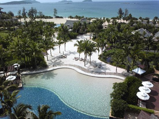 The Ritz-Carlton Sanya Yalong Bay: 房间往下照的