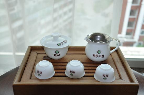 Sansiro Hotel: 房间里摆的茶具