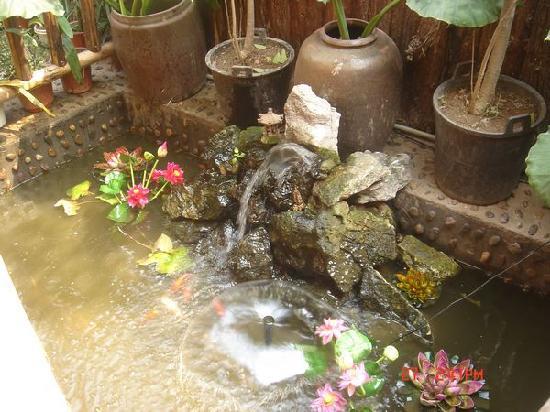 Guilin Donkey Lean Inn : 花园居喷泉