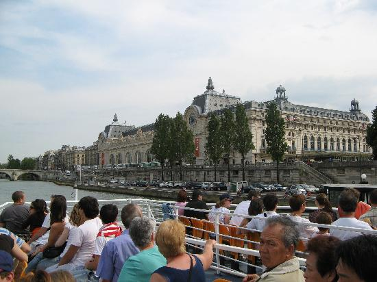 ‪Paris 'Musts' - City Tour, River Seine Cruise and Lunch‬
