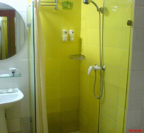 Home Inn (Kunming Baita Road) : shower room