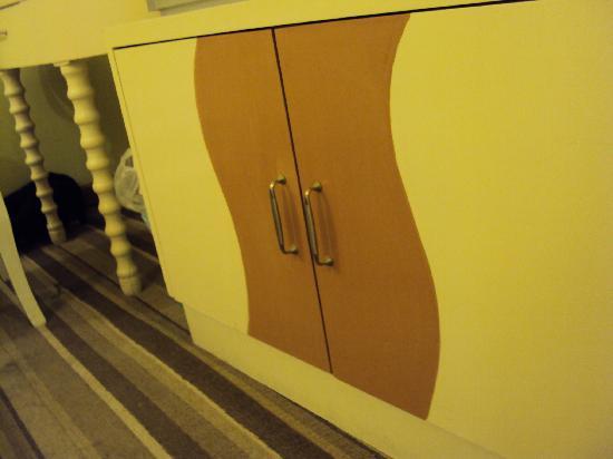 Baisheng Hotel: 98元房間比較小