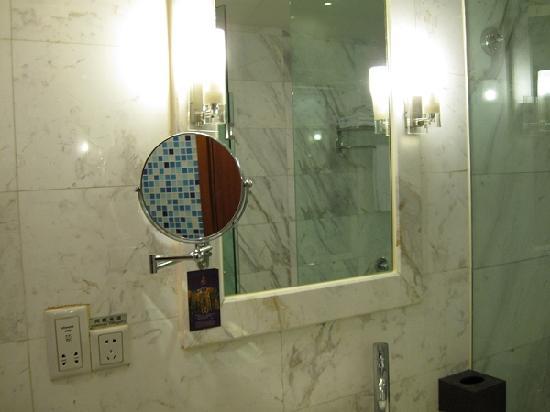 Jinyu Sunshine Hotel: 卫生间还是蛮干净的