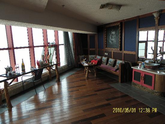 Jingyuan Zhishang Sheji Hotel Qingdao Xianggang Middle Road: 房间一角