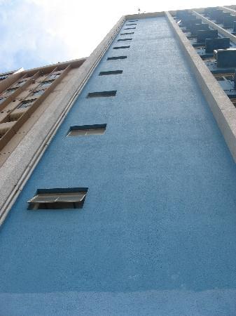 Caritas Lodge: 界限街134号明爱的蓝色房子