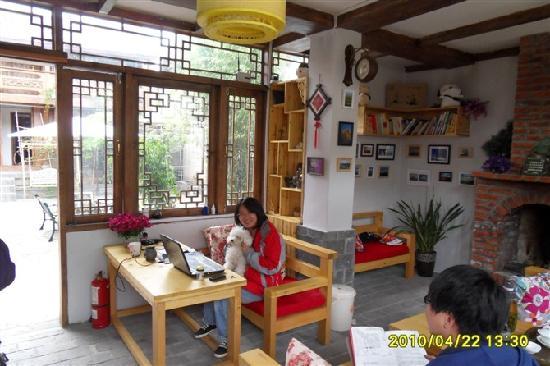 Qingxi Inn: 偏厅和影儿姐