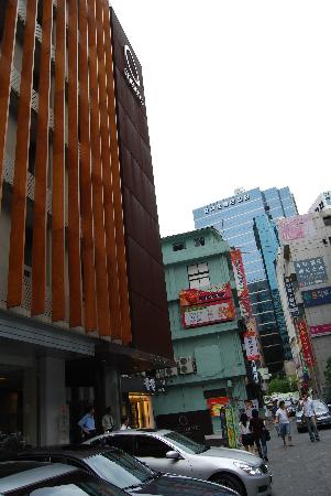 Metro Hotel: 酒店外景