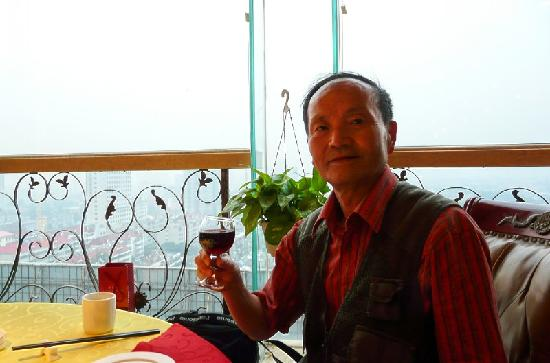 Binfen Wuzhou Boutique Hotel Jinan Bayi Lijiao Bridge : 我们在餐厅用餐