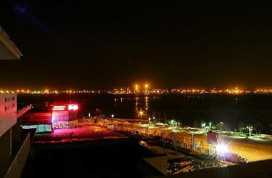 Liandao Seashore Tour Resort : 房间露台外夜景